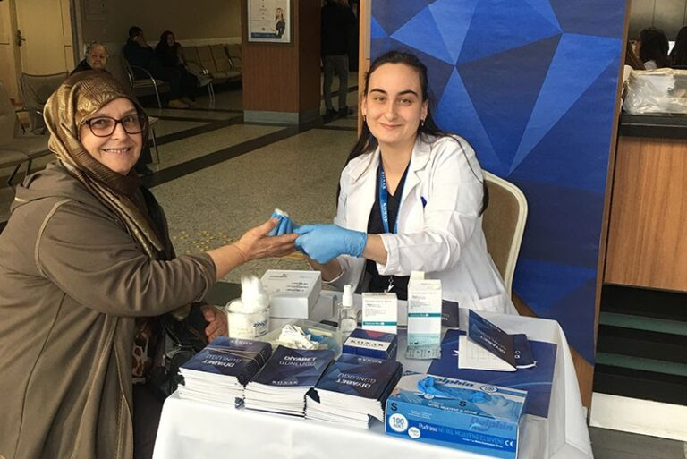 Dünya Diyabet Gününde Hastaneye gelen tüm hastalarımıza şeker taraması yaptık