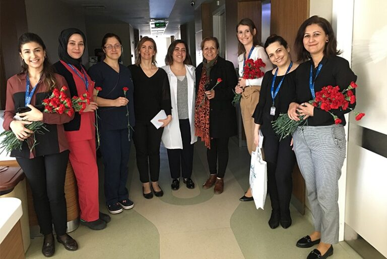 Konak Hastanesi 8 Mart Dünya Kadınlar Gününde hastalarının ve personelinin yanındaydı